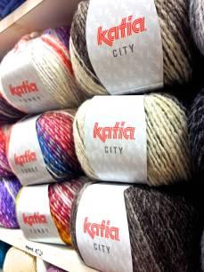 Katia City. 53% de lana virgen, ¡súper abrigada!
