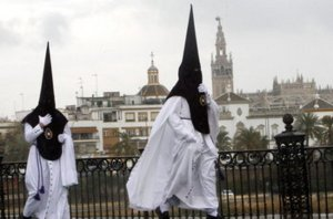 Los-nazarenos-de-Sevilla-viven_54280797359_53389389549_600_396